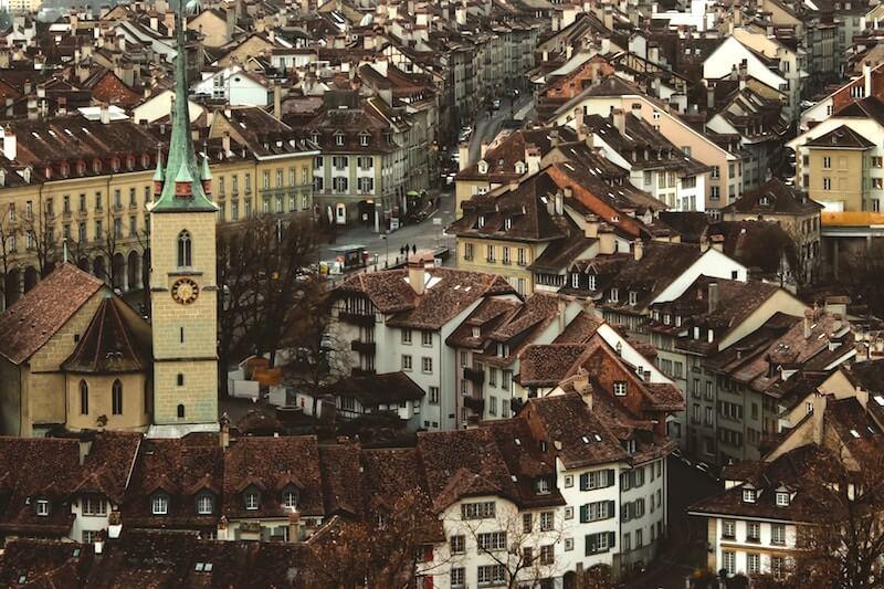 Bild der Altstadt von Bern und der Kirche