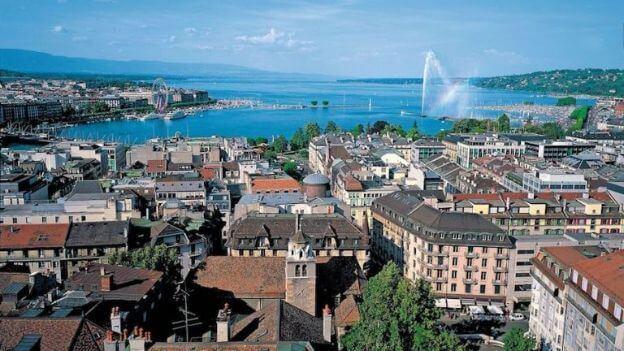 Ville de Genève avec le lac Léman et ses maisons